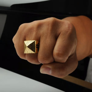 Horus eyes anubis pattern pyramid ring, gold